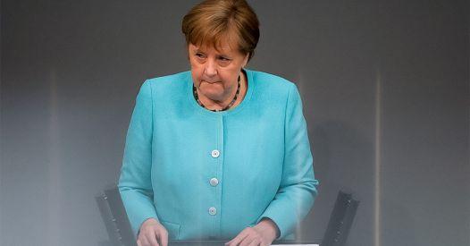 """Merkel: UE deve cercare """"contatto diretto"""" con Putin"""