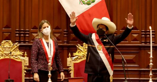 Perù, l'insediamento di Pedro Castillo: «Un governo del popolo è venuto a governare con il popolo»