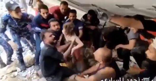 Israeliani bombardano la sua casa. Bambina estratta viva dopo 20 ore nelle macerie